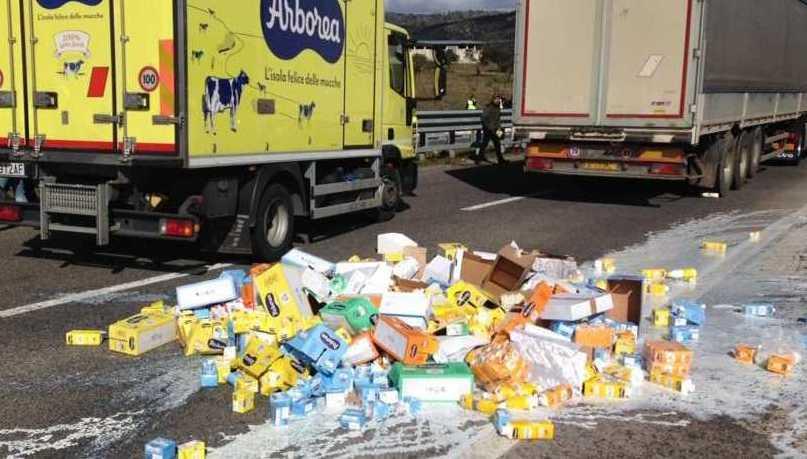 14 denunciati dalle forze dell'ordine per gli assalti ai furgoni del latte